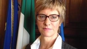 Roberta Pinotti, Ministro della Difesa, risponde all'appello in Aula, l'11 maggio 20\6