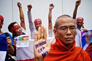 Manifestazione di Buddisti estremisti contro i Rohingia