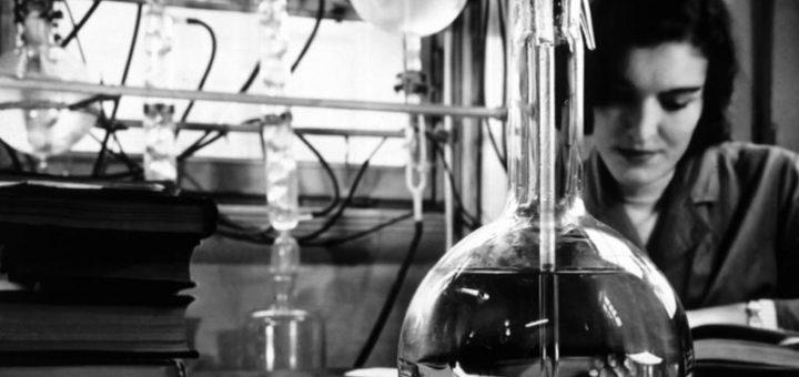 """Comunicare la chimica nell'epoca del web 2 .0.Dalla cultura della diffidenza alle responsabilità educative come sta mutando la percezione della disciplina fra i """"non addetti ai lavori"""""""