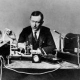 Guglielmo_Marconi. Ricordi personale e memoria collettiva per l'inventore della radio che intravede il Golfo di Tigullio come punto nevralgico per gli esperimenti delle onde radio.