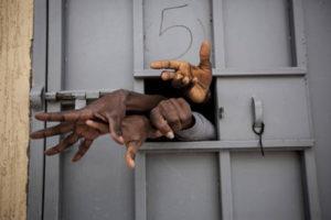 Contreras mani dalle porte del carcere