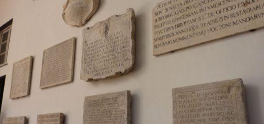Lapidi e epigrafi a Genova
