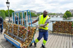 Rimozione-lucchetti-amore-Parigi - Ponte della Arti
