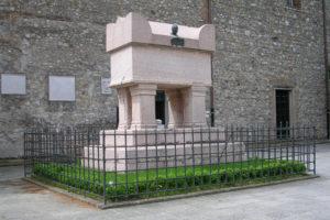 Tomba Petrarca